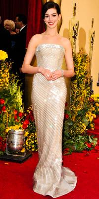 Anne Hathaway en Armani Privé