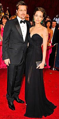 Brad Pitt y Angelina Jolie (ella en Elie Saab)